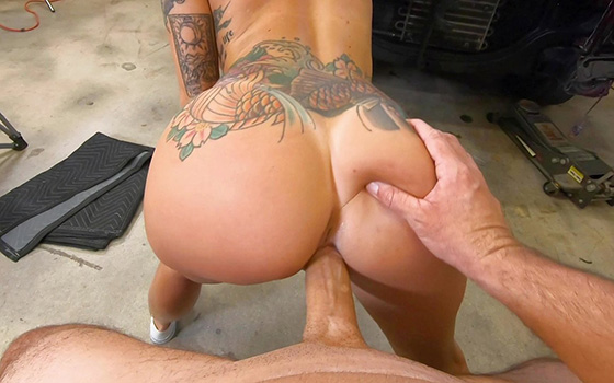 Japanese Porn BangRoadSideXXX Lilith Morningstar Fucks Some Dick For A Discount 12 25 2020