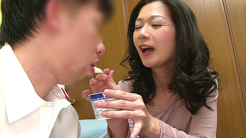 MUCH-111-C 無 修正 クラブ Plump Stepmoms Having Doting Sex With Their Stepsons 10 People Record 8 Hours 2 disc Set - Part C